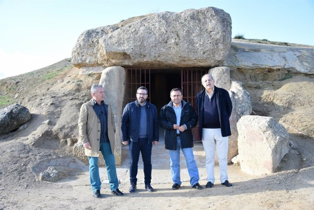 PSOE visita dólmenes de Antequera Heredia