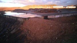 Las lluvias podrían romper el recinto que almacena residuos tóxicos del incendio de Chiloeches