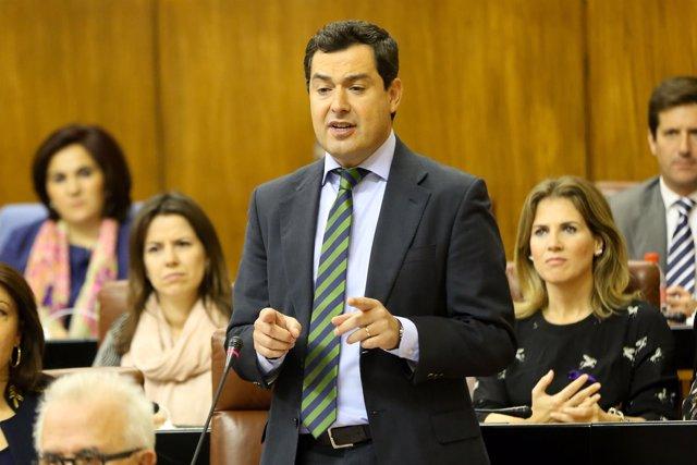 Juanma Moreno debate con Susana Díaz en el Pleno del Parlamento