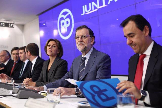 Mariano Rajoy y María Dolores Cospedal en la Junta Directiva Nacional del PP