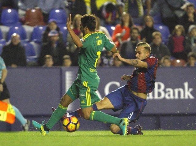 Roger, jugador del Levante UD