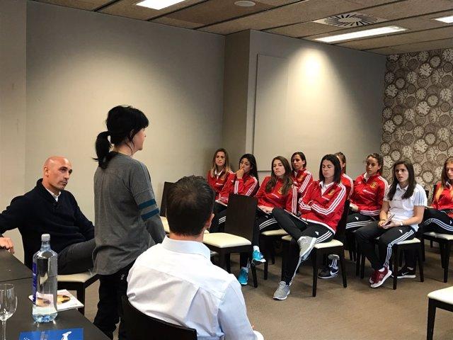 AFE visita a la selección femenina
