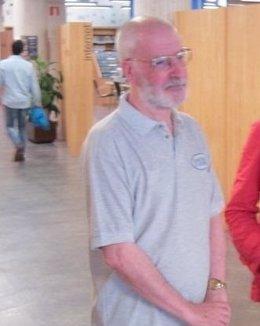 Juan Bonifacio Lorenzo en la Biblioteca de Asturias.