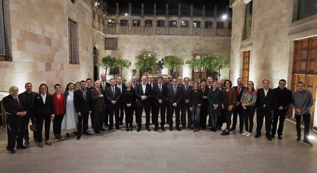 El pte.C.Puigdemont con el Consejo Consultivo del Diplocat.