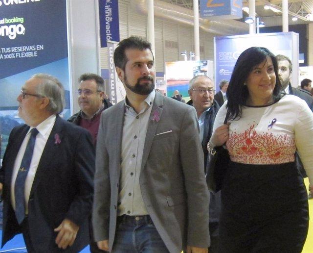 Luis Tudanca en su visita a Intur