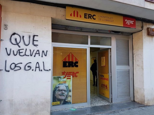 Pintada amenazadora contra la sede de ERC en L'Hospitalet.