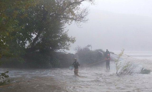 Rescate de estas dos personas en el Ebro, a la altura de Sástago