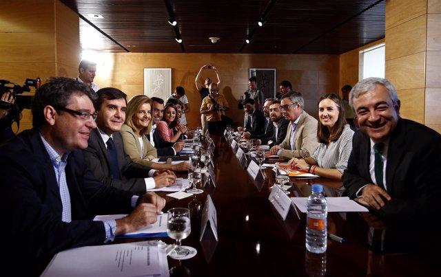 Reunión entre los equipos negociadores del PP y de Ciudadanos