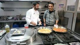 Un famoso cocinero turco graba en Málaga un especial sobre gastronomía malagueña