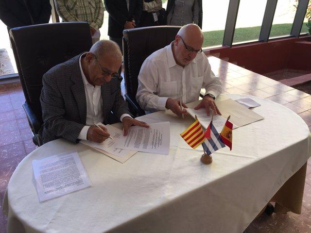 El conseller J.Baiget firma un convenio en La Habana