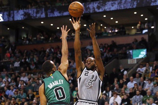 Los Spurs siguen su racha en Boston en el peor día de Pau Gasol