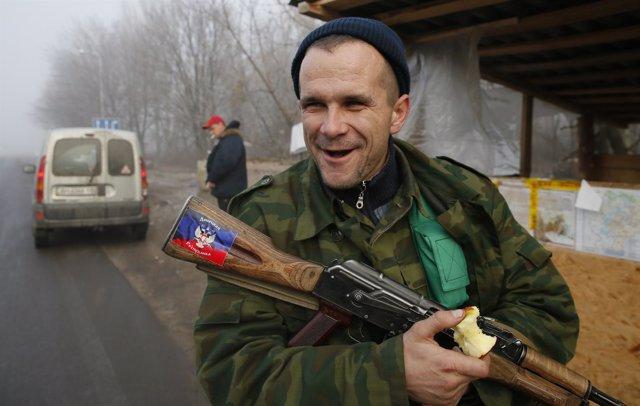Un miliciano separatista de la región ucraniana de Donetsk.