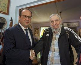 """Hollande se despide de Castro, """"figura del siglo XX, receptáculo de la Revolución Cubana"""""""