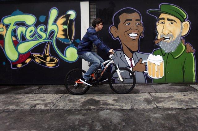 Grafiti de Obama y Castro en México DF