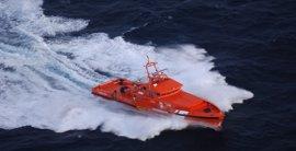 Llegan a Motril 16 varones rescatados de una patera al noroeste de la isla de Alborán