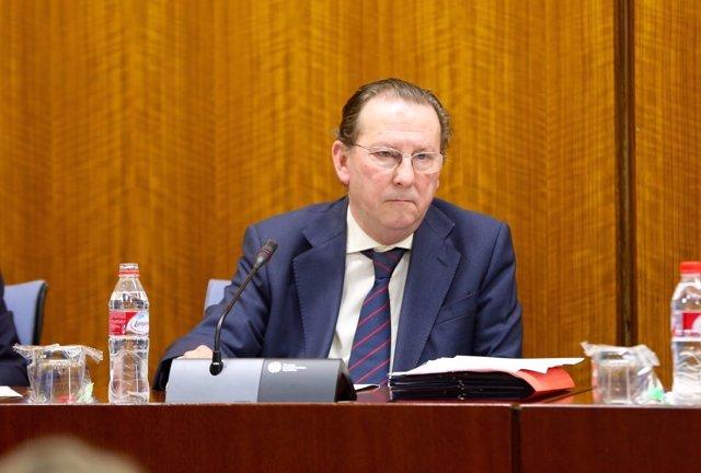 El consejero Emilio de Llera en comisión parlamentaria