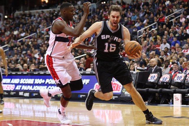 Pau Gasol Ian Mahinmi San Antonio Spurs Washington Wizards