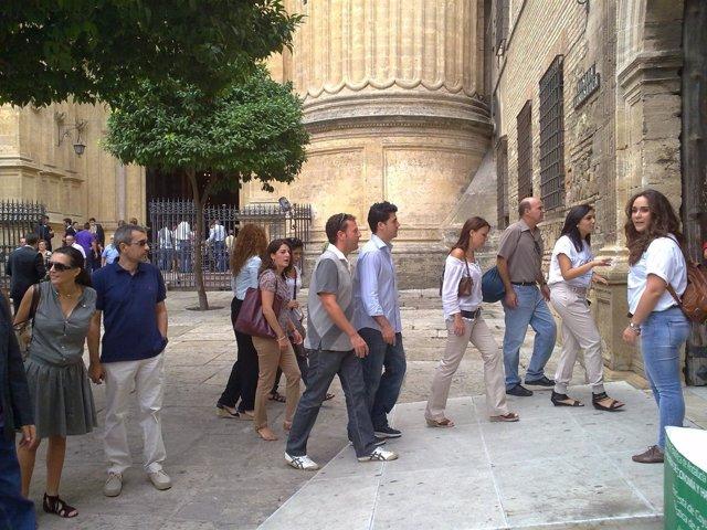 Malagueños Y Turistas Visitan La Catedral De Málaga