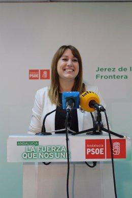 La secretaria de Bienestar Social del PSOE-A, Isabel Armario, en rueda de prensa