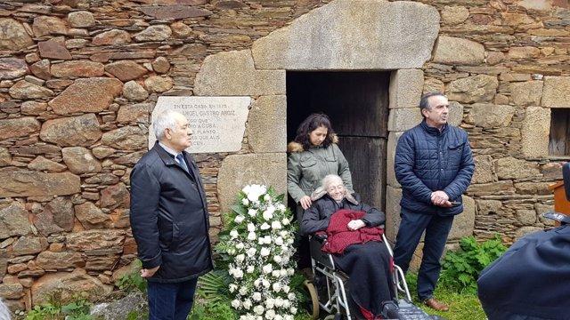 Ofrenda floral a Fidel Castro en Láncara (Lugo)