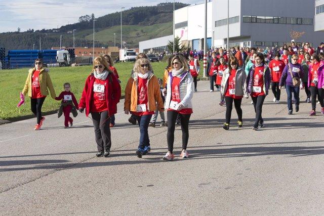 Díaz Tezaos en la marcha popular contra la violencia de género de Piélagos