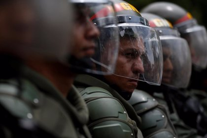 La GNB de Venezuela prohíbe a sus efectivos instalar redes sociales en sus móviles