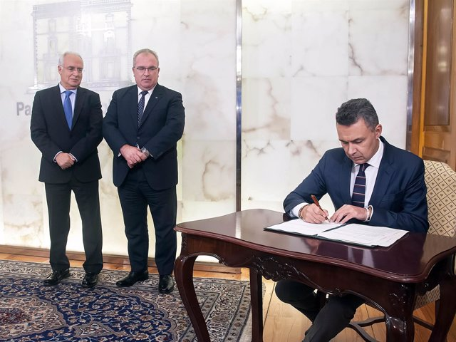 Firma convenio con AVT