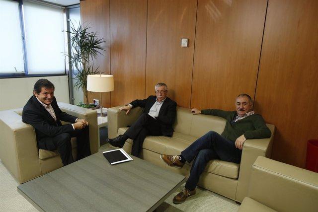 Javier Fernández  se reúne en Ferraz con los sindicatos