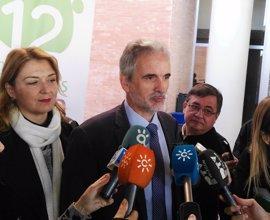Junta escucha las reivindicaciones sanitarias pero critica la politización de PP y Podemos