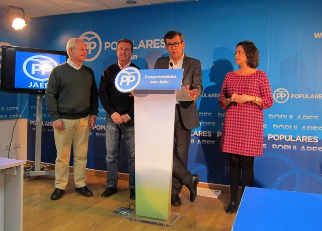 Ferreira, en la rueda de prensa junto a Miranda, García Anguita y García.