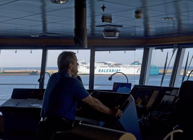 Un puente de mando en uno de los buques de Baleària