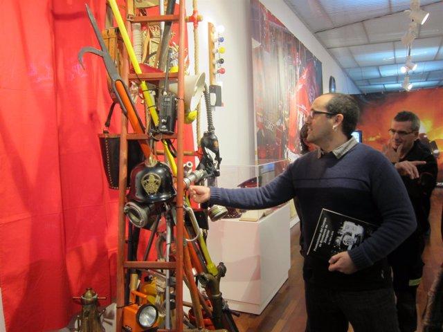 Cubero en la exposicion de un siglo de historia de los bomberos