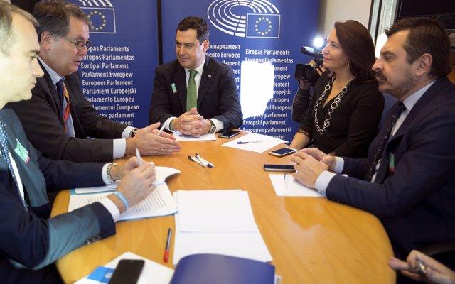 Juanma Moreno reunido con el embajador representante en COPS, Nicolás Pascual