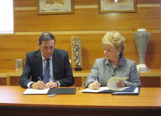 Firma del convenio entre Sanidad y la Paliativos Sin Fronteras