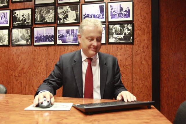 El embajador del Reino Unido en España, Simon Manley, en un encuentro digital