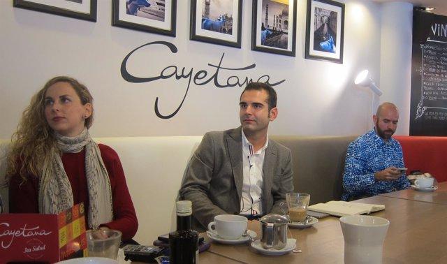 El alcalde de Almería en un desayuno con los medios