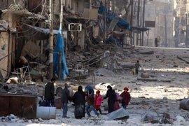 Éxodo de civiles del este de Alepo mientras los rebeldes se desmoronan
