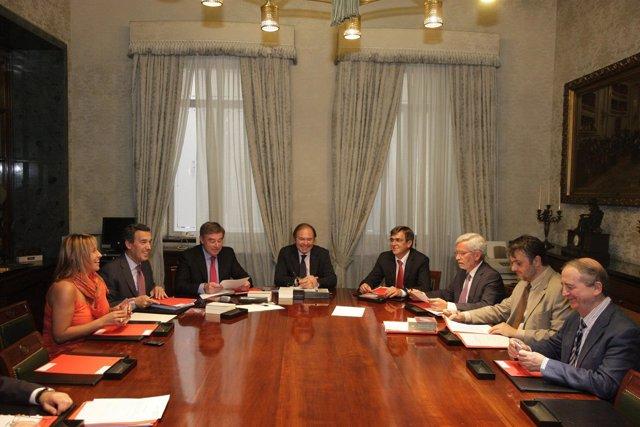 García-Escudero Y Los Miembros De La Ponencia De Reforma Del Senado