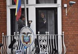 """La Fiscalía ecuatoriana descarta una """"pronta salida"""" de Assange pese al interrogatorio en Londres"""