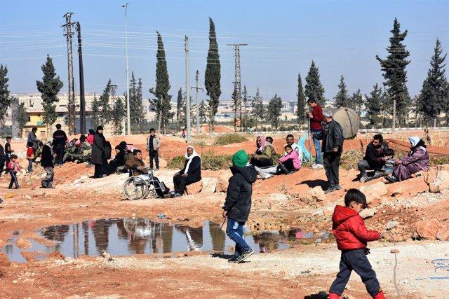 Civiles desplazados por la ofensiva en Alepo