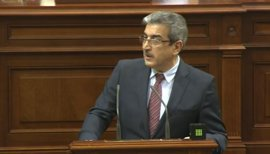 """Rodríguez (NC) ve al Gobierno canario en """"crisis total"""" y dice que el reparto del FDCAN"""