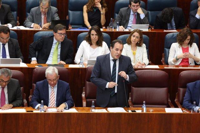 González Muñox, la segunda por la derecha en el la segunda fila