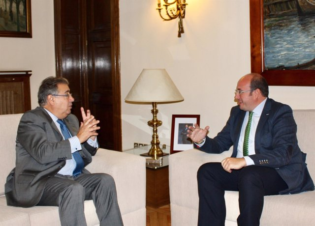 Encuentro entre el presidente de la Comunidad y el ministro del Interior