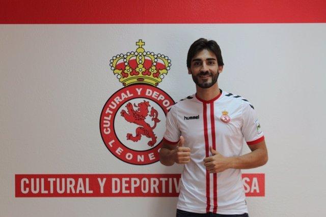 José León, jugador Cultural y Deportiva Leonesa