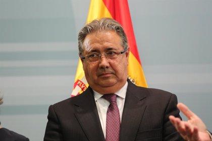 Zoido culpa a las CCAA de no querer asumir la sanidad penitenciaria y Podemos le reclama que pague lo que les deben