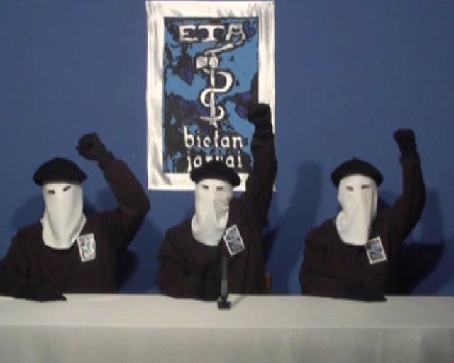 ETA anuncia cese definitivo de su actividad armada