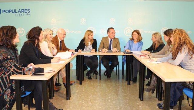 Reunión del PP con autónomas y empresarias.