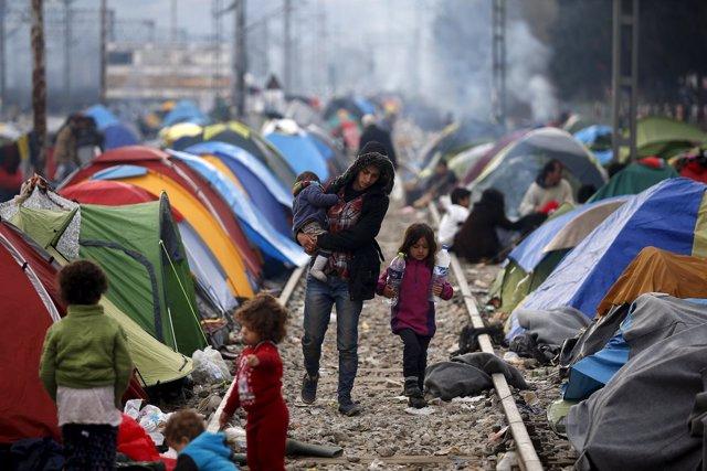 Inmigrantes y refugiados en la frontera entre Grecia y Macedonia