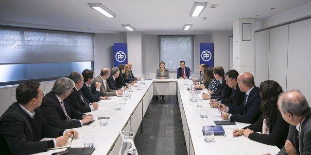 Cospedal se reúne con los secretarios autonómicos del PP