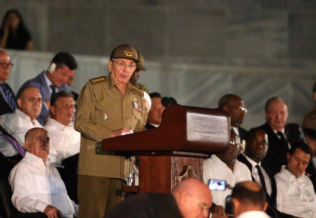 Raúl Castro cierra el acto oficial de despedida de Fidel Castro